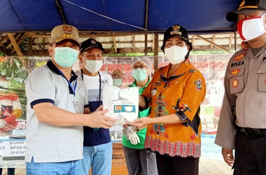 Gubernur Bersama Anggota DPR RI Dapil Kalteng Agustiar Sabran Menjalani Tes Suhu Badan Oleh Petugas Medis Di Pintu Masuk Gumas