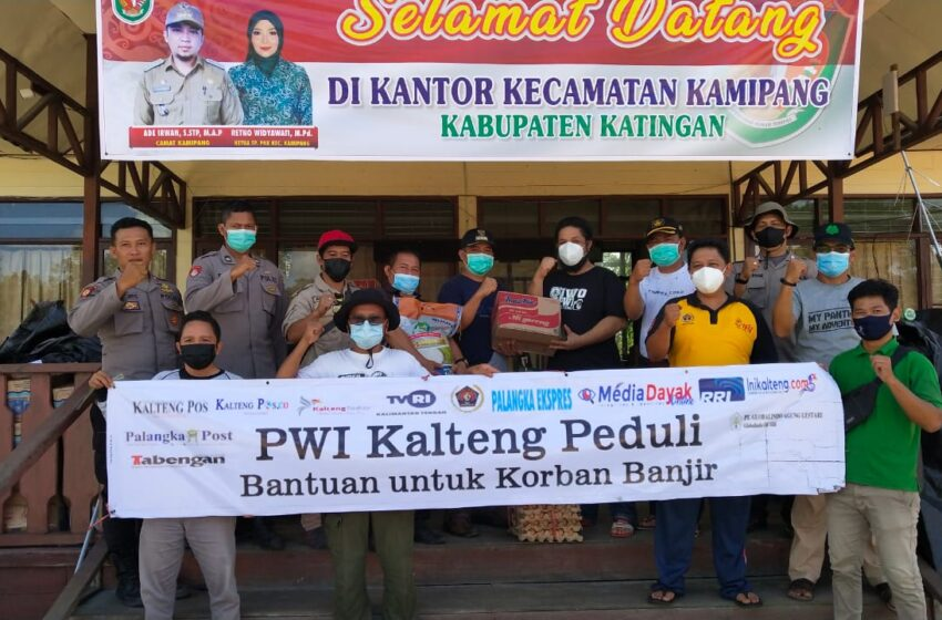Peduli Bencana Banjir Katingan, PWI Kalteng Salurkan 1 Ton Beras